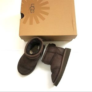 UGG toddler unisex classic short boots size 7